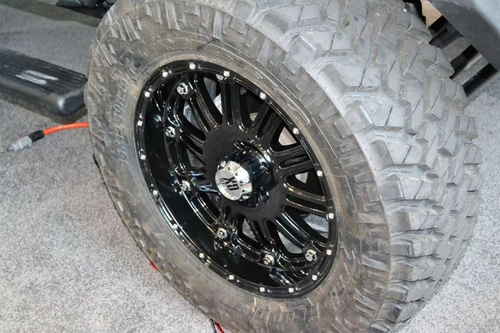 custom wheels of a jeep